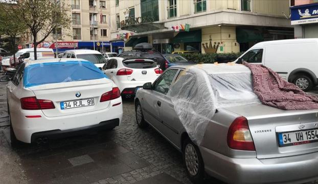 Ümraniyede dolu binalarda ve araçlarda hasara neden oldu