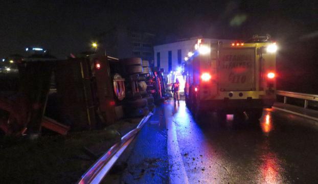 Ümraniyede trafik kazası: 2 yaralı