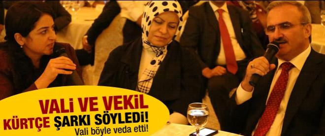 Vali ve milletvekili Kürtçe türkü söyledi