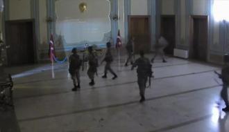 Darbe girişiminde İstanbul Valiliğine baskına giden askerler hakim karşısında