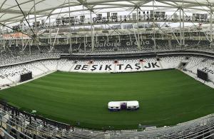 Beşiktaş'ın iç, Fenerbahçe'nin dış saha performansı göze çarpıyor