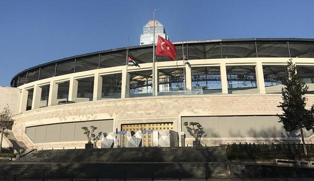 Vodafone Arenanın çevresi Türk bayraklarıyla donatıldı