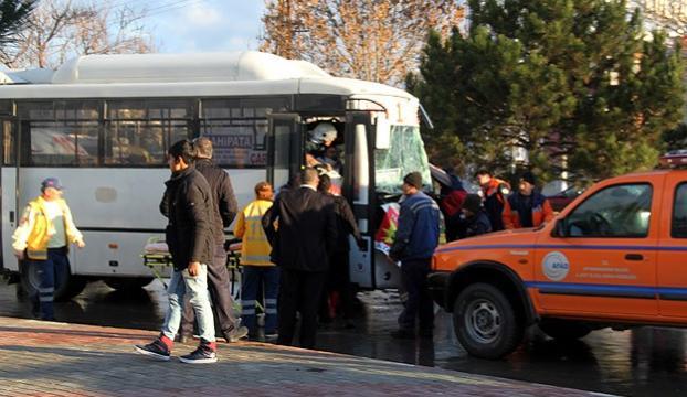 Afyonkarahisarda trafik kazası: 22 yaralı
