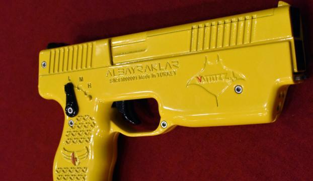 Milli elektroşok silahı Wattozz Malezyada tanıtıldı