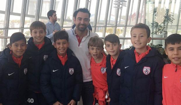Altınordulu minik futbolculara Xavi sürprizi
