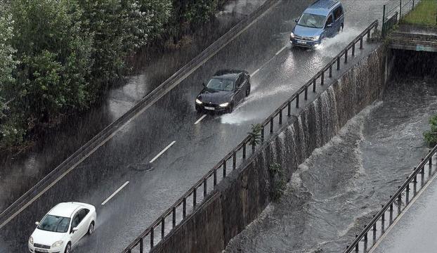 """Meteorolojiden """"kuvvetli yağış"""" uyarısı"""