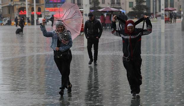 Antalyada sağanak hava trafiğini etkiledi