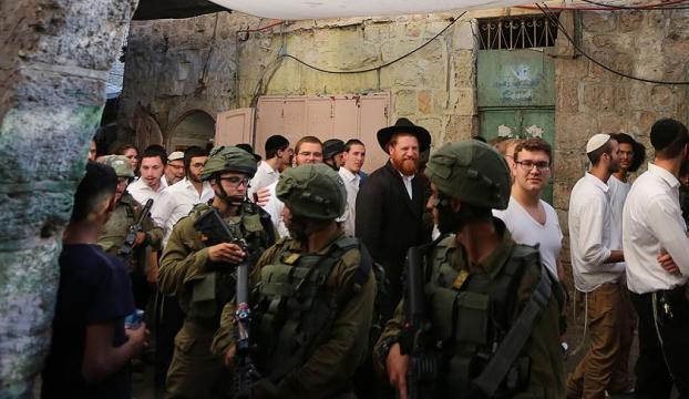 Fanatik Yahudi yerleşimciler Mescid-i Aksanın avlusuna girdi