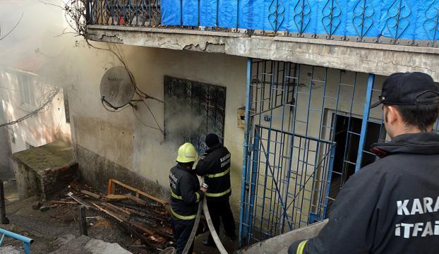 Uzaklaştırma cezası aldığı evini ateşe verdi