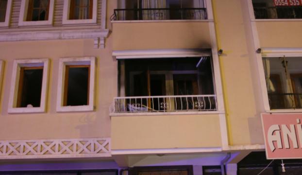 Evinde yangın çıkan yaşlı çifti komşuları kurtardı