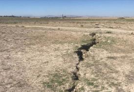 Karaman'da tarlalarda yüzey yarıkları oluştu