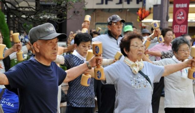 """Japonya, """"yaşlanma"""" eşiğini yeniden tanımlıyor"""