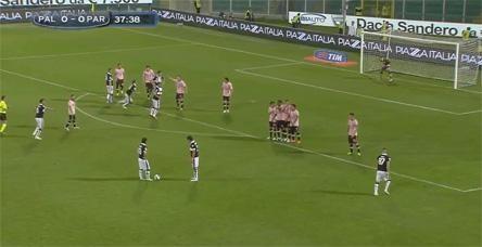İtalya'da yılın golüne aday gol!