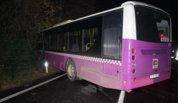 İETT otobüsü park halindeki otomobile çarptı
