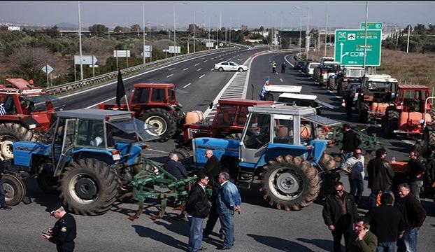 Yunan Çiftçiler sınır kapısını kapattı