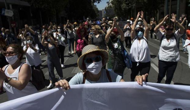 Yunanistanda eğitim reformları protesto edildi