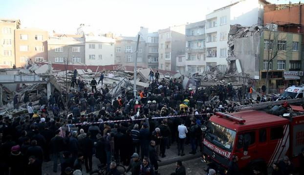 Zeytinburnunda boş bina çöktü, bir kişi öldü