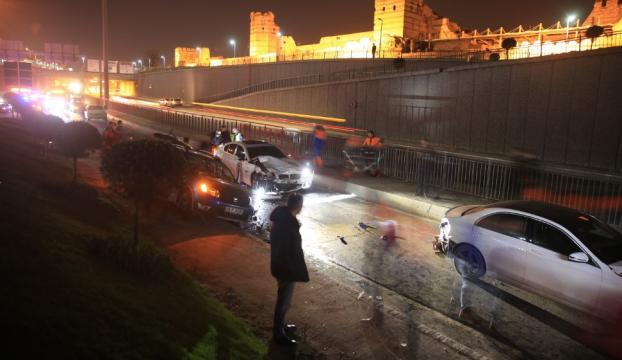 Zeytinburnunda zincirleme trafik kazası: 1 yaralı