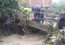 Zonguldak'ta sağanak dereyi taşırdı