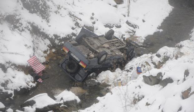 Zonguldakta otomobil uçuruma yuvarlandı